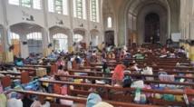 Les Philippins se mettent  à l'abri à l'approche d'un typhon