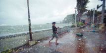 Le typhon Hagupit balaye les Philippines