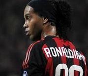 Ronaldinho menacé d'exclusion par son club