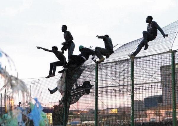 Mellilia fête la fin de l'année  au rythme des avalanches de migrants