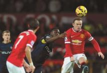 Manchester stoppé, Chelsea caracole en tête