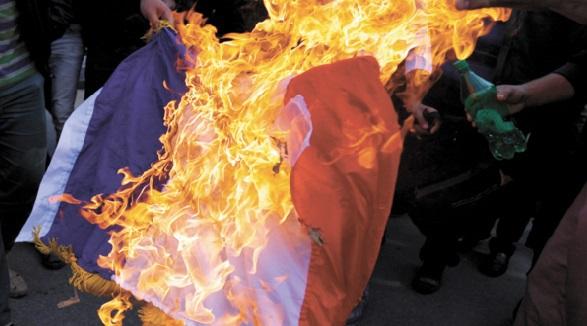 Polémique autour du drapeau français brûlé à Ajaccio et remplacé par celui du Maroc