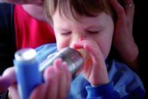 Le risque d'asthme des enfants  lié à la pauvreté et à la race