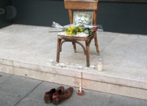 Le fils du dernier cireur de chaussures de  Sarajevo prolonge la vie d'un métier mourant