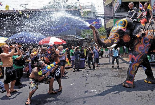 Les festivals à voir une fois dans sa vie : Festival de l'eau de Songkran (Thaïlande)