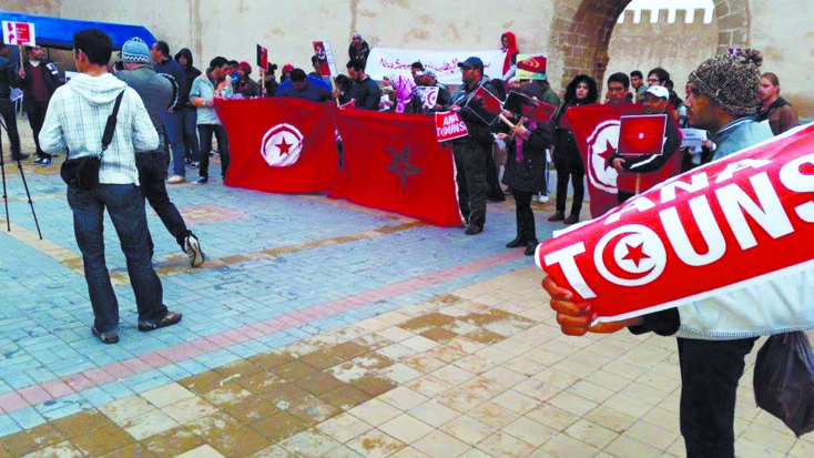 A Rabat, les Marocains manifestent leur solidarité devant l'ambassade de Tunisie
