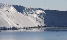 Des masses d'eau chaude pénètrent par des canaux sous le glacier Totten