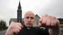Insolite : Le curé  boxeur