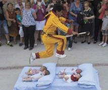 """Les festivals à voir une fois dans sa vie : Le festival du """"Saut de bébés"""" (Espagne)"""