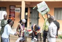 Le résultat des présidentielles attendu dans la crainte des violences au Nigeria