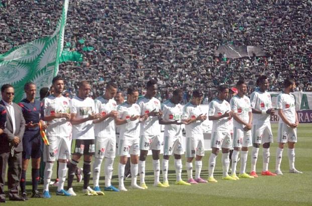 Ici les  Verts observant la minute de silence en l'hommage des victimes du terrible accident de Tan-Tan