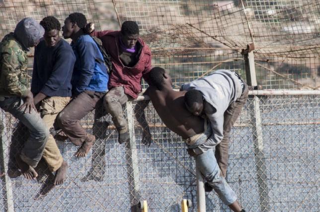 Le PSOE conteste devant le Tribunal constitutionnel la loi d'expulsion des migrants vers le Maroc