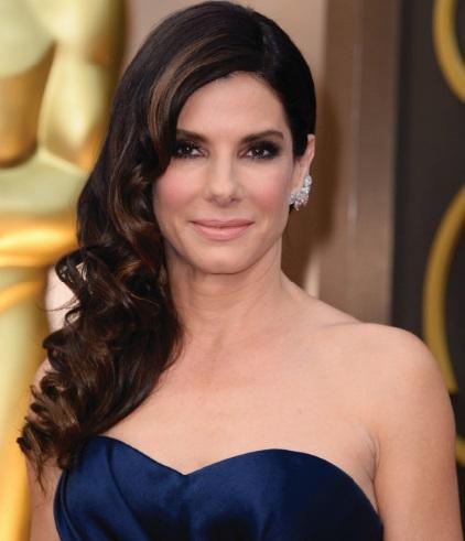 """Sandra Bullock désignée """"Plus belle femme du monde"""" en 2015"""