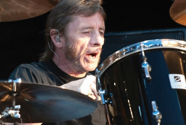 ​Le batteur d'AC/DC  Phil Rudd plaide  coupable de  menaces de mort