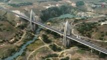 Les travaux du pont à haubans sur  l'oued Bouregreg, achevés vers début juin