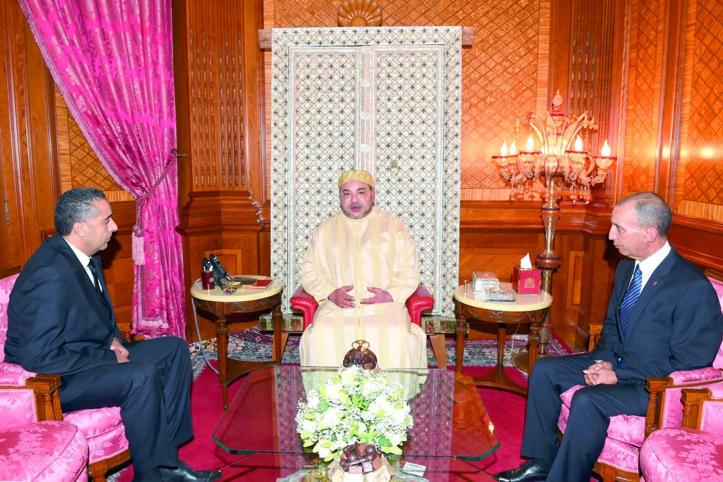 M le Roi recevant Abdellatif Hammouchi en présence du ministre de l'Intérieur.                                  PH. MAP