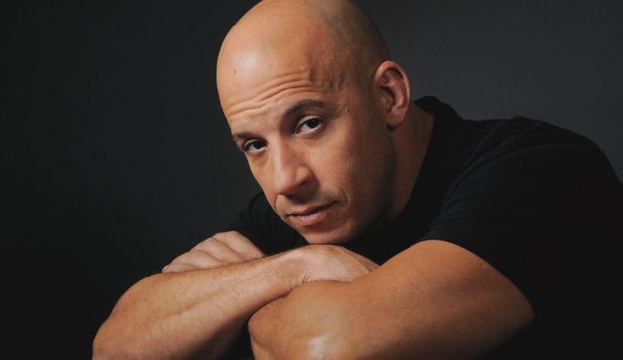 Vin Diesel rend hommage à Paul Walker en chanson sur Facebook