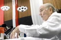 Attaque, défense: Blatter toujours au centre du jeu