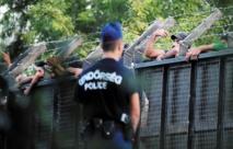 Les migrants bloqués à la frontière hongroise en quête d'autres routes vers l'Allemagne