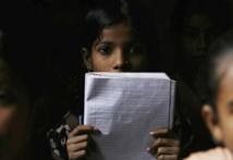 En Inde, des enfants au travail pour donner du lustre au maquillage