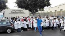 Les étudiants des Facultés de médecine remettent leur blouse