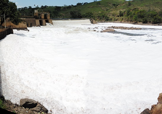 Une ville dévastée par la rupture d'un barrage au Brésil