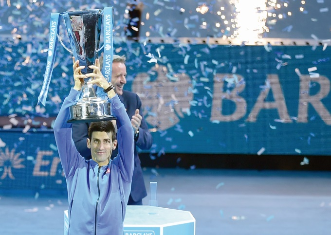 Djokovic remporte son quatrième Masters d'affilée en battant Federer