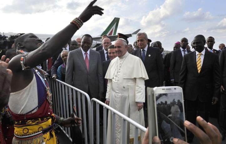 Au Kenya, le pape François dénonce les  violences commises au nom de Dieu