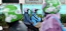 En Indonésie, les motos taxis pour femmes voilées ont le vent en poupe