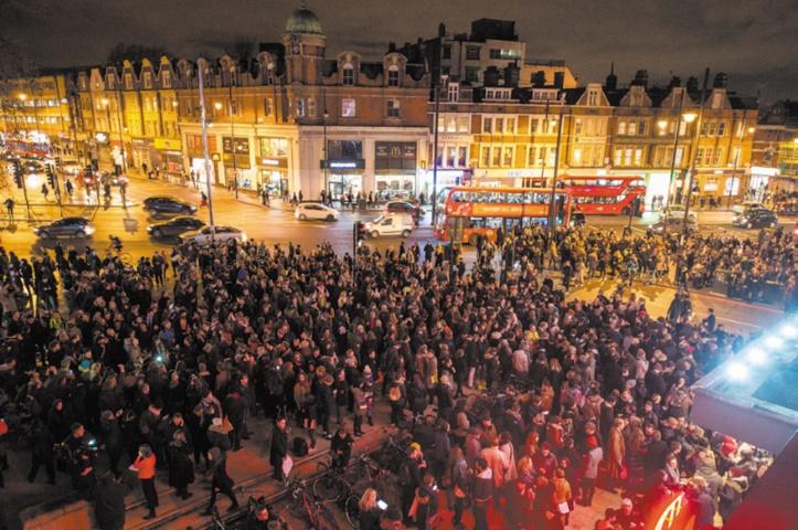 A Londres, chants et danses pour rendre hommage à David Bowie
