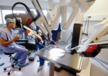 Cancer : Un robot procède pour la première fois à l'ablation d'un sein