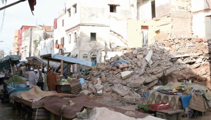 Abris de fortune et maisons menaçant ruine