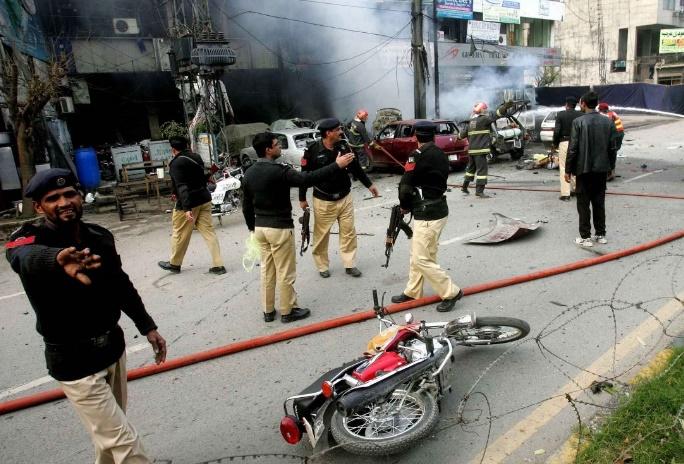 Un attentat suicide fait neuf morts au Pakistan