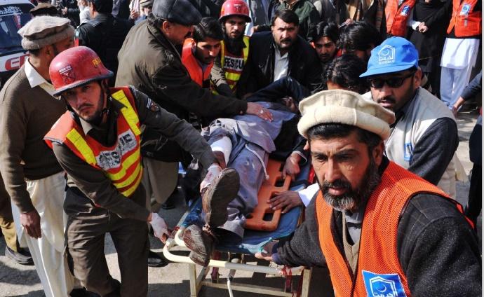 Le Pakistan rend hommage à ses étudiants tués et s'interroge