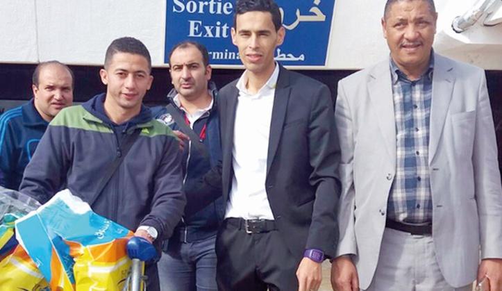 La délégation égyptienne du club Al Maqassa, dont fait partie l'ex-international marocain Omar Najdi, à son arrivée à l'aéroport Mohammed V à Casablanca.