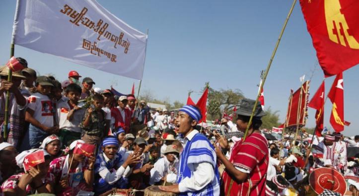 La Birmanie entame en chansons un virage politique historique