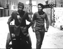 Brahim ou le collier de beignets de Jean Fléchet (Moyen métrage, 1957, N.B, 45 mn)  Les premiers jours de l'indépendance, Brahim, jeune chômeur se met à la recherche du travail, c'est tout le pays qui se mobilise…Avec Hassan Skali, Tayeb Seddiki, Fatima Abdelmalek.