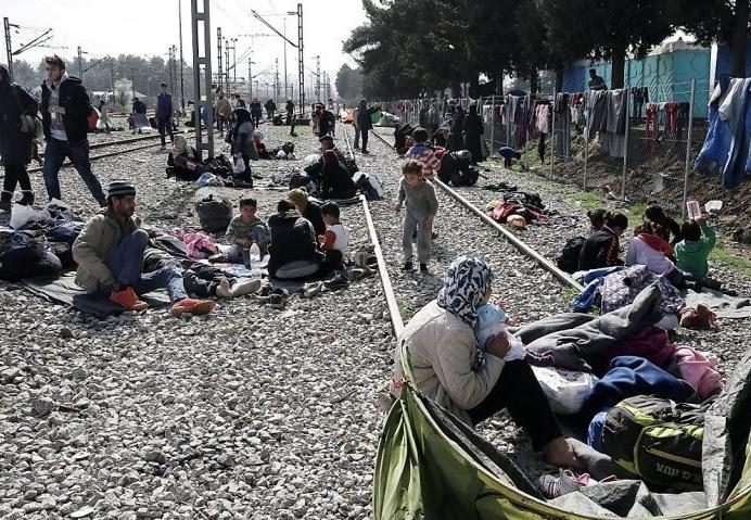 La Macédoine rouvre brièvement sa frontière