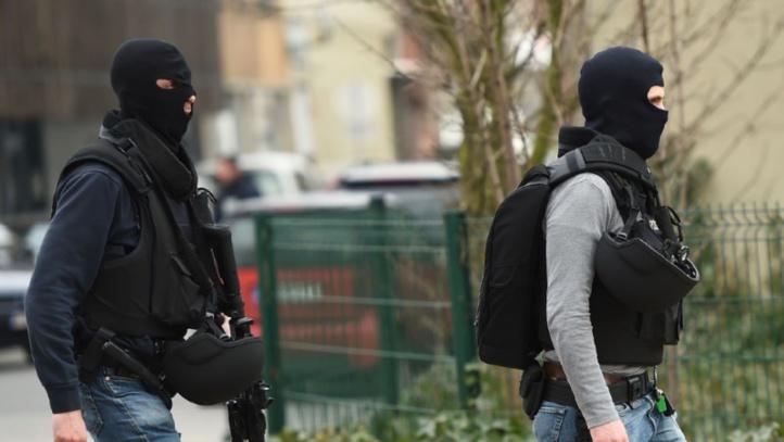 Attentats de Paris: les opérations de police se poursuivent en Belgique