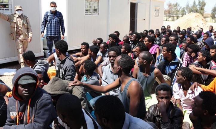 Des centaines de milliers de migrants attendent en Libye pour  passer en Europe