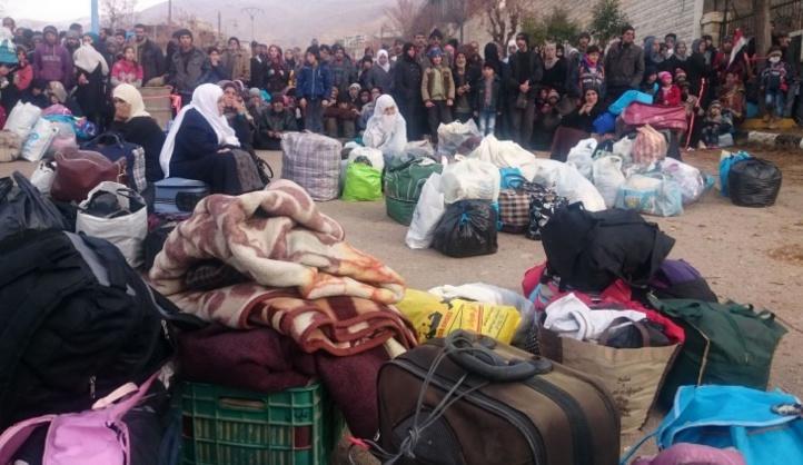 Des centaines de Syriens évacués des villes assiégées