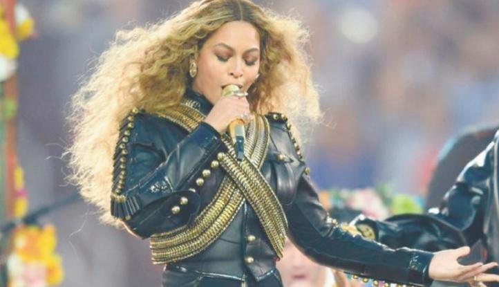 """Beyonce attise les rumeurs sur la sortie d'un """"film-album"""""""