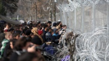 """La Commission  européenne loue les  """"efforts incroyables"""" de la Grèce quant aux migrants"""