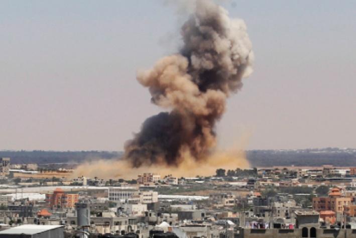 L'armée d'occupation israélienne mène des frappes aériennes contre la bande de Gaza