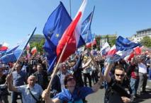 Record de 240.000 manifestants contre le gouvernement à Varsovie