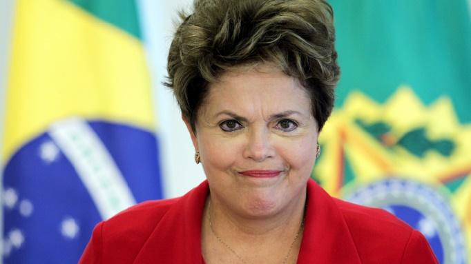 La présidente Dilma Rousseff vers la sortie