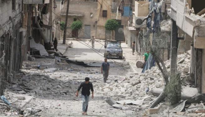 Nouveaux bombardements dans les faubourgs d'Alep