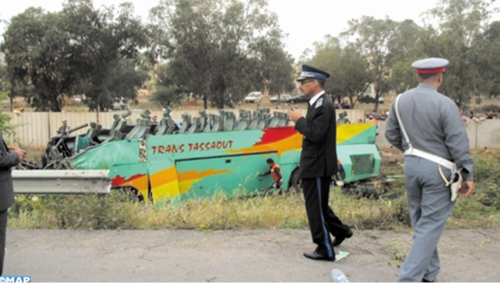 Un autocar se renverse sur l'autoroute aux environs de Mohammedia