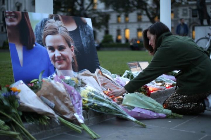 La députée travailliste Jo Cox mortellement blessée par balle, la campagne de Brexit suspendue