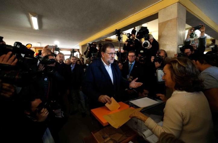 La droite progresse en Espagne mais l'incertitude demeure